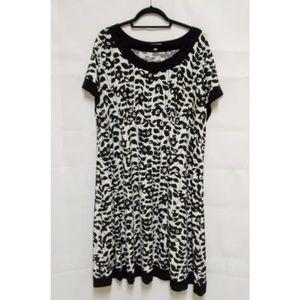 Black/White Floral 2X Plus Women's Shift Dress A23